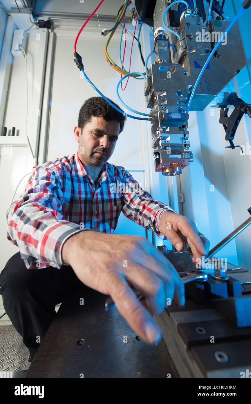 Dresden, Germany. 27th Oct, 2016. Mechanical engineer Abdl Rahman Ismail from Syria working with a welding laser - Stock Image