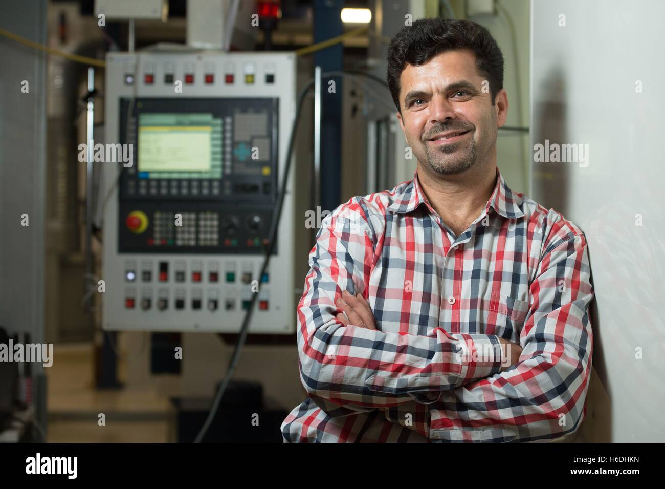 Dresden, Germany. 27th Oct, 2016. Mechanical engineer Abdl Rahman Ismail from Syria standing in front of a welding - Stock Image