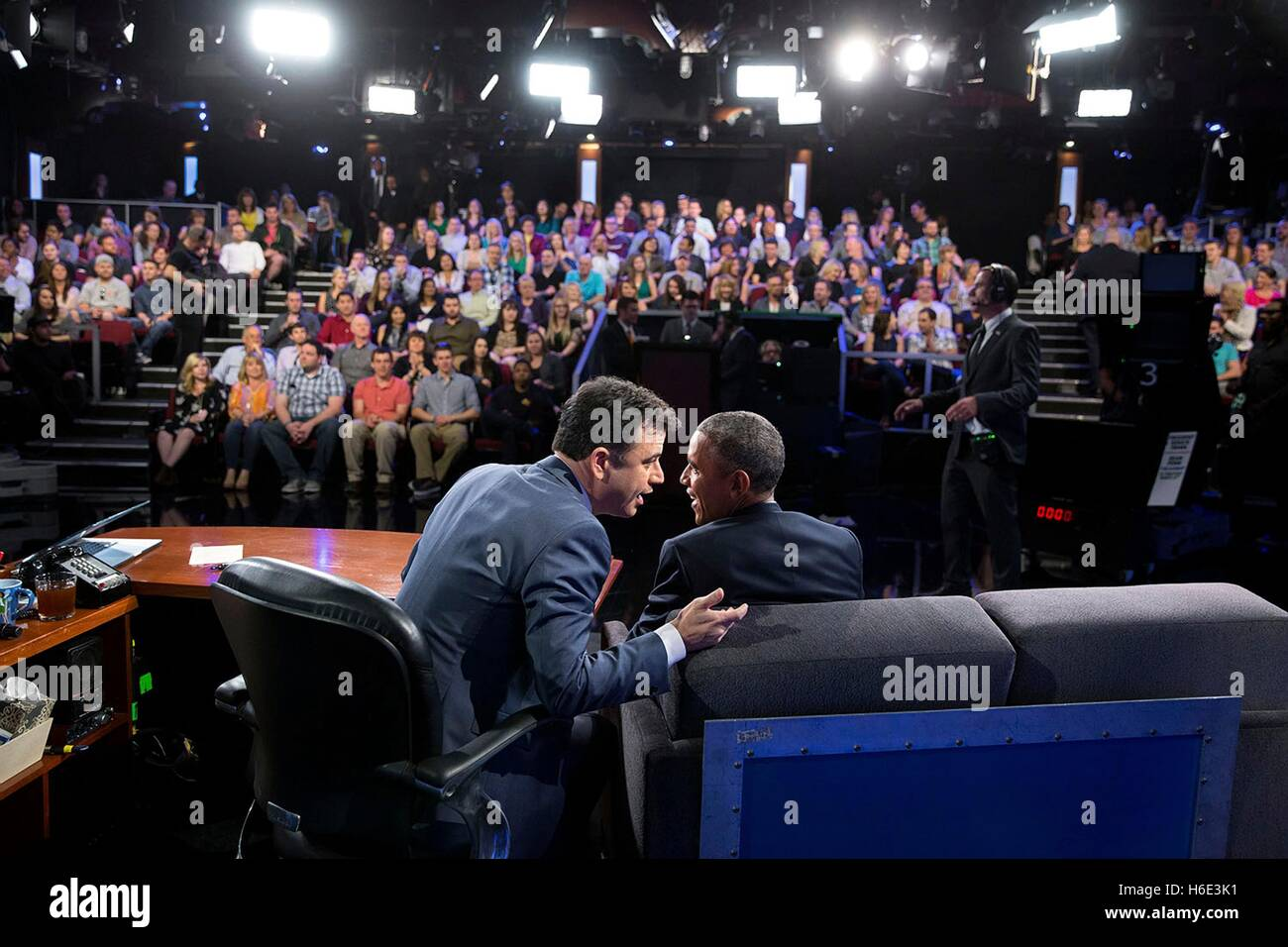 Television talk show host Jimmy Kimmel interviews U.S. President Barack Obama during a taping of the Jimmy Kimmel - Stock Image