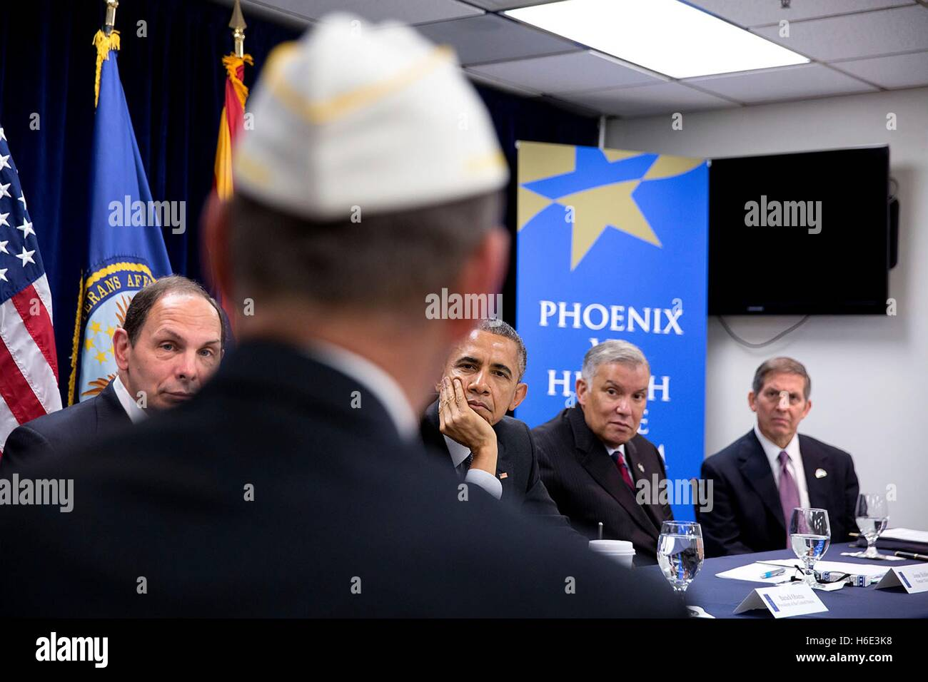 U.S. President Barack Obama and Veterans Affairs Secretary Robert McDonald meet with veterans and VA employees during - Stock Image