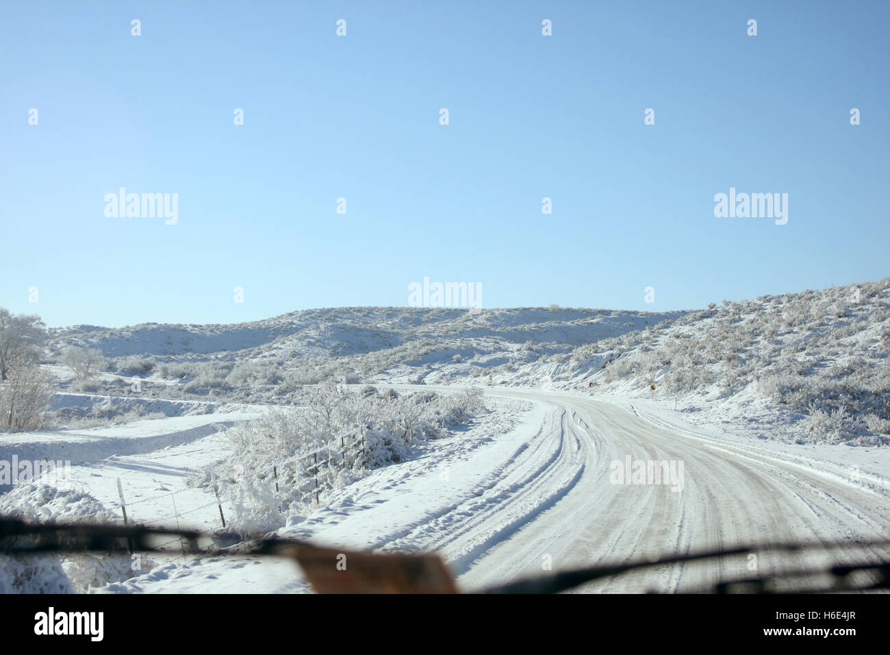 Driving on snowy roads in New Mexico - Stock Image