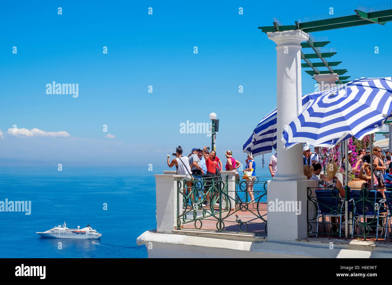 Visitors to the island of Capri looking out over the gulf of Naples, Italy - Stock Image