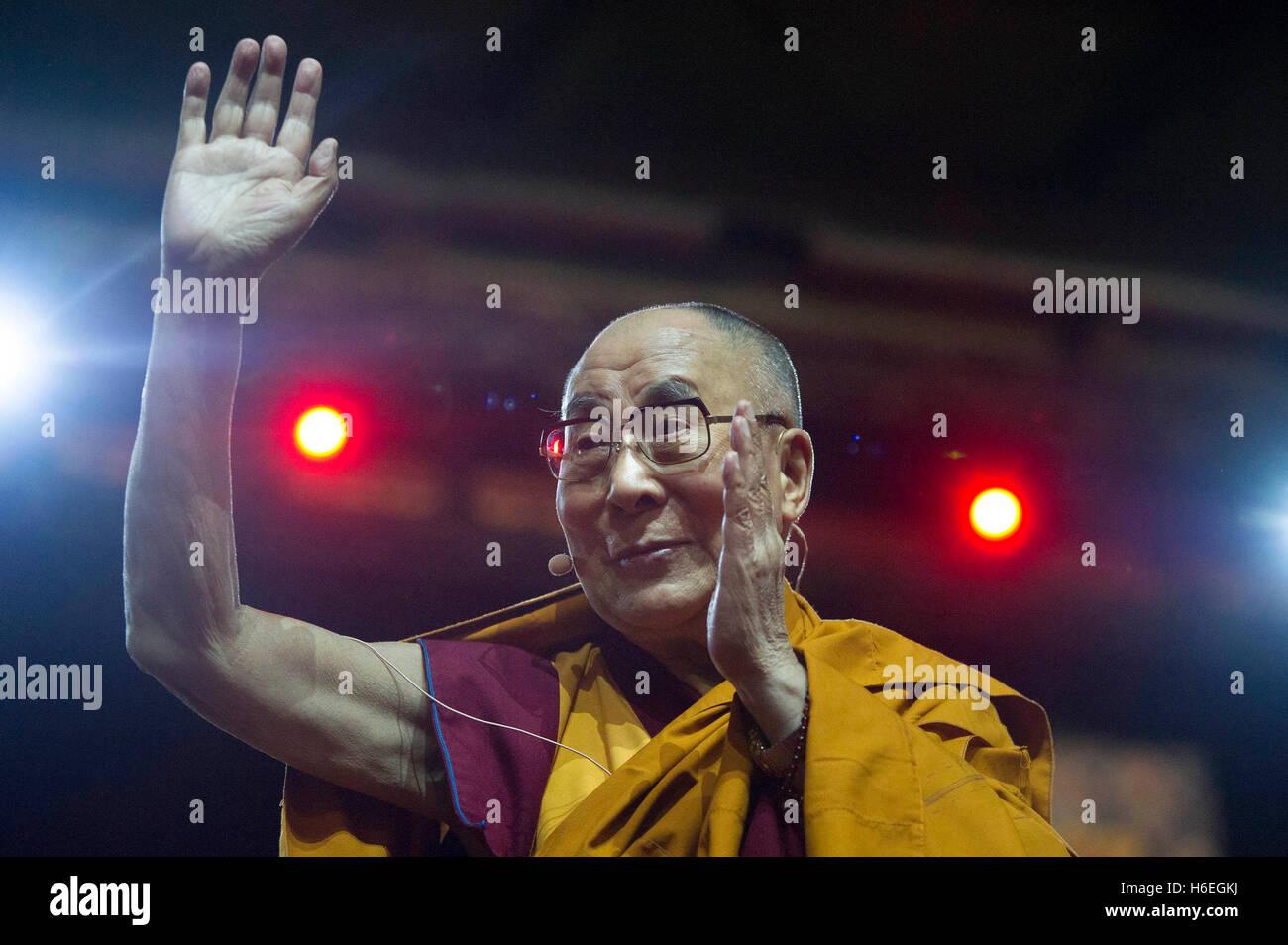 Italy, Milan, October 21, visit XVI Dalai Lama Tenzin Gyatzo in Milan    Photo © Matteo Biatta/Sintesi/Alamy - Stock Image