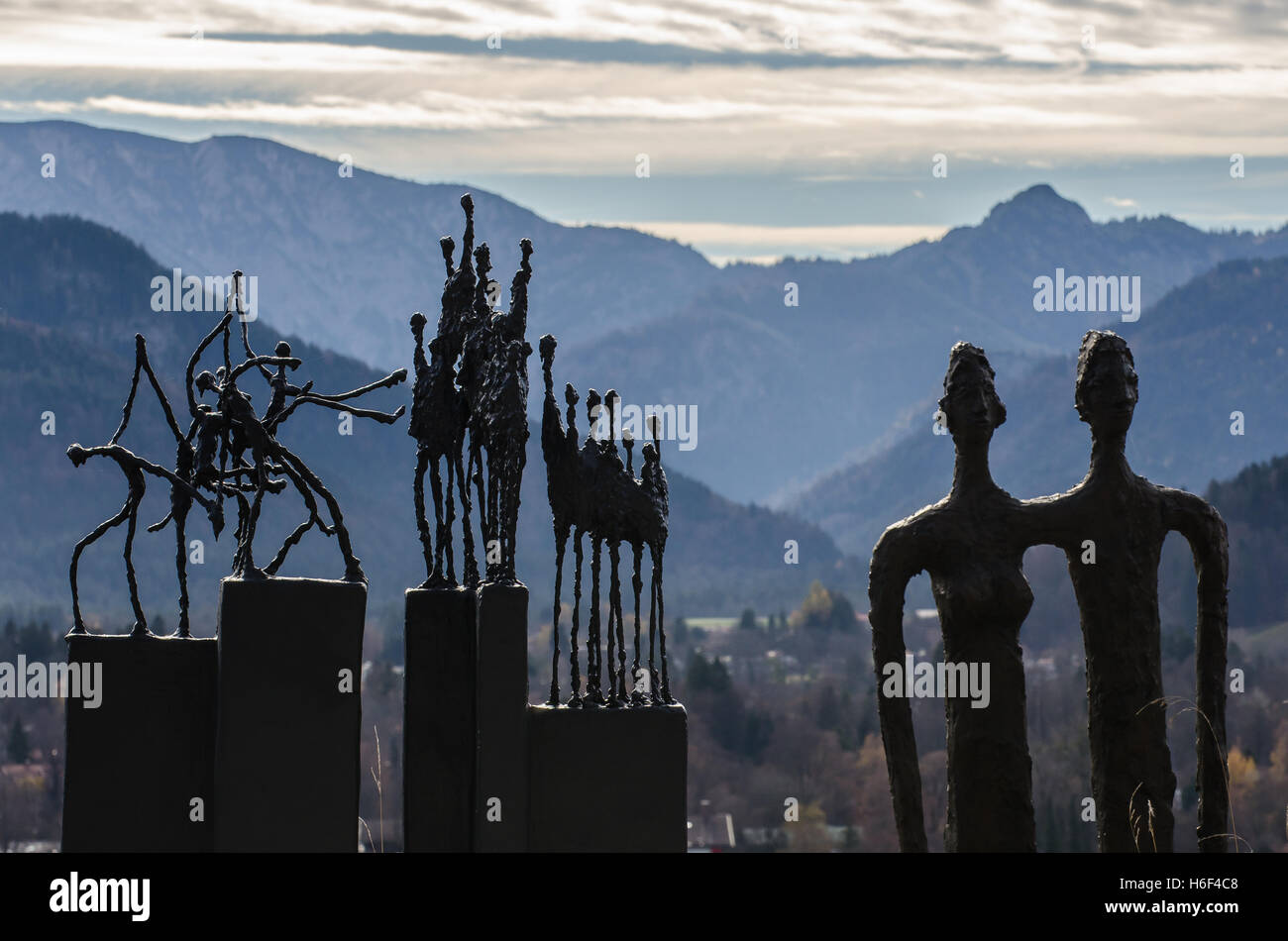 silouettes of human figures against the mountains near Lake Tegernsee - Stock Image