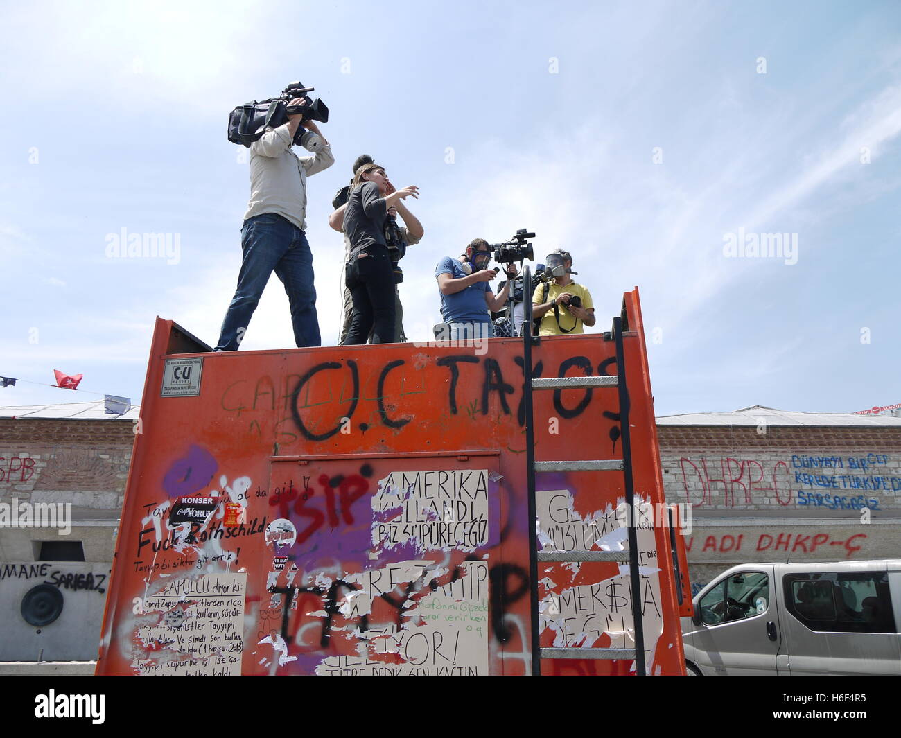 Medias at work during clashes on Taksim square in Istanbul (Turkey) between police and demonstrators - Stock Image