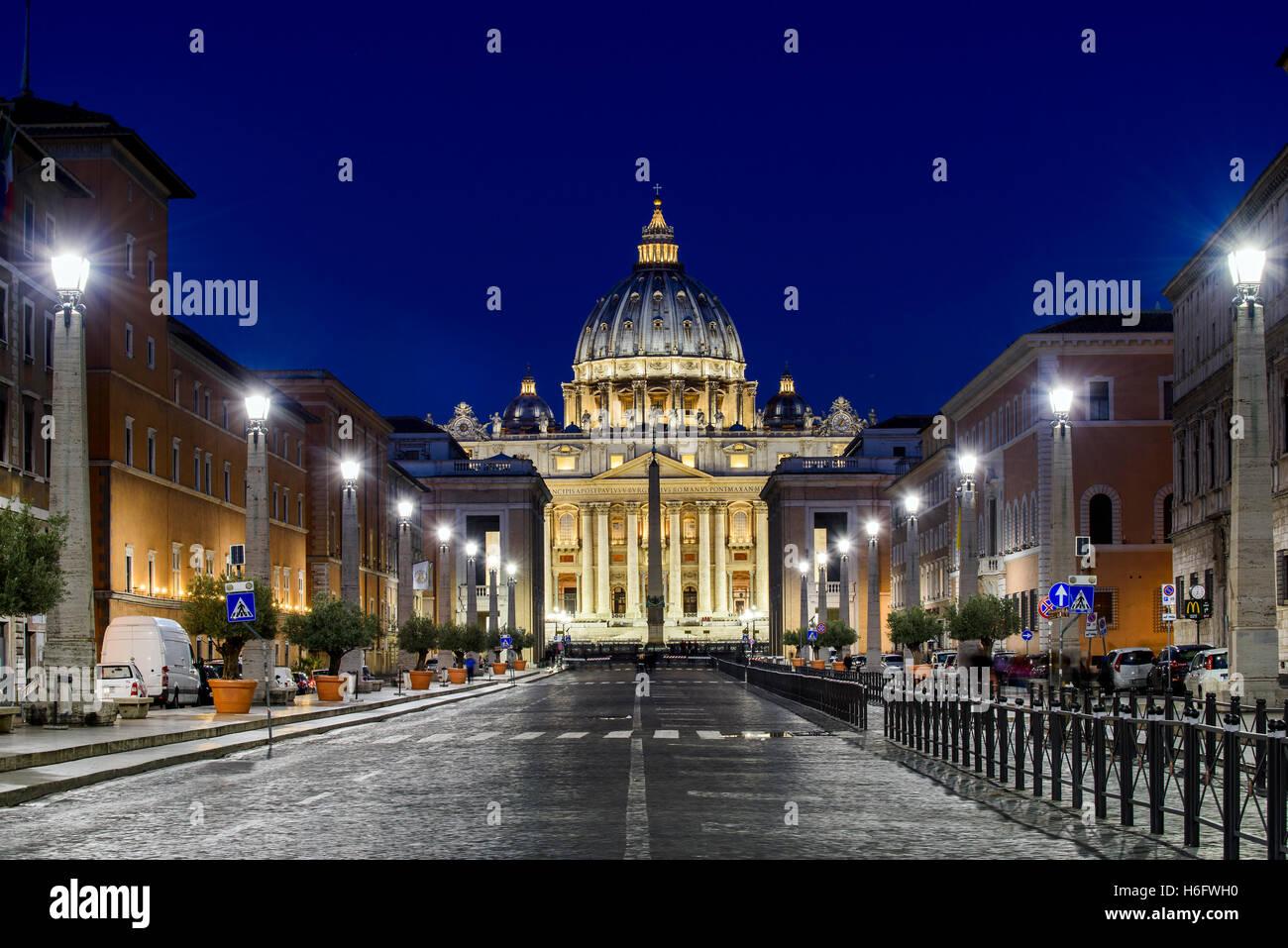 Night view of Via della Conciliazione with Saint Peter's Basilica in the background, Rome, Lazio, Italy - Stock Image