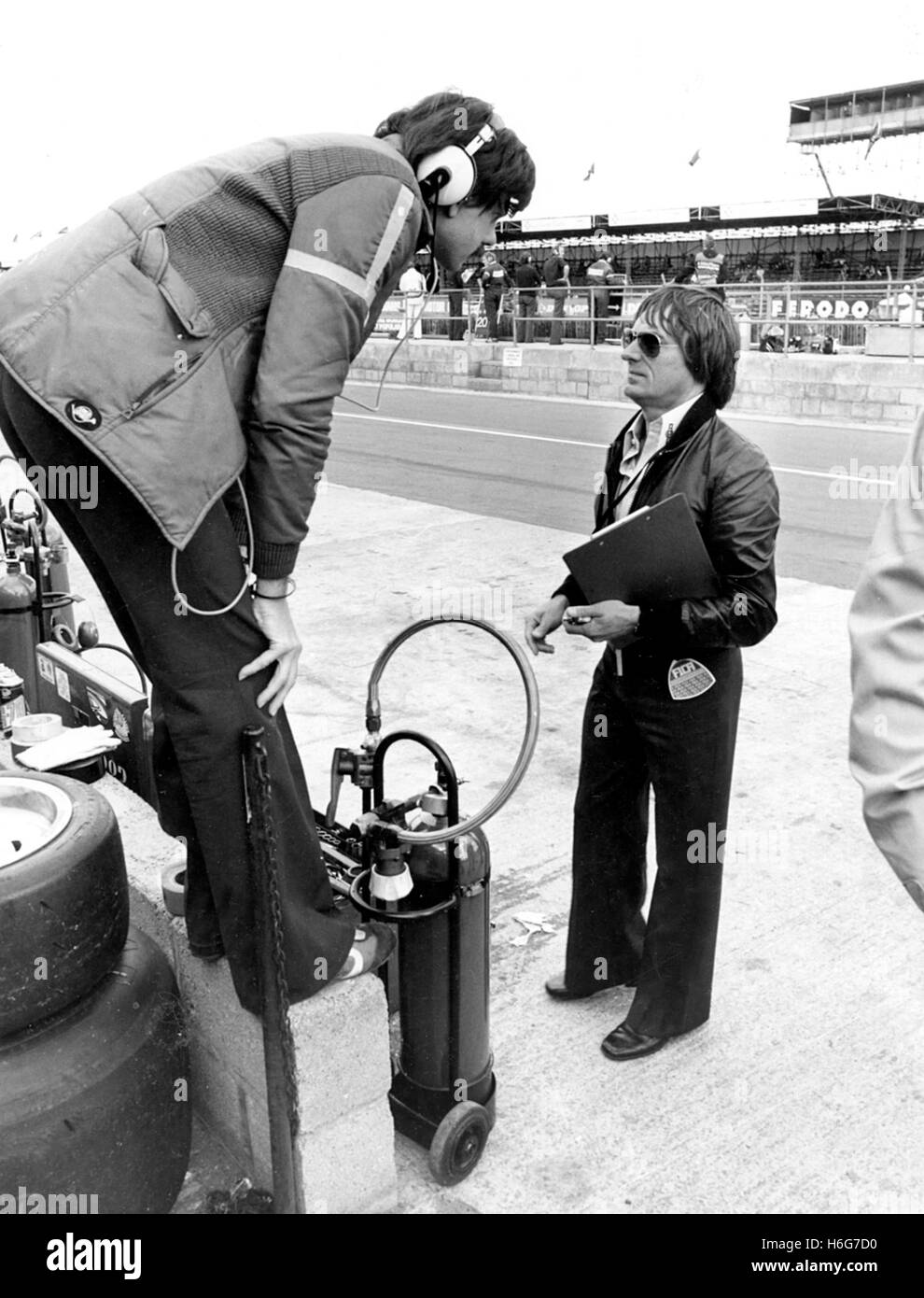 BRITISH GP SILVERSTONE GORDON MURRAY and  BERNIE ECCLESTONE 1977 - Stock Image