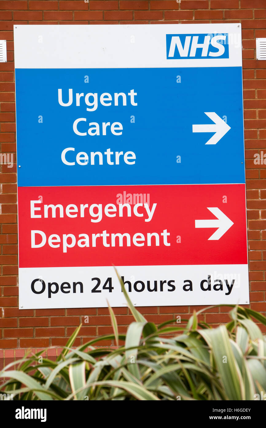 Sign for an NHS hospital emergency department and urgent care centre - Stock Image