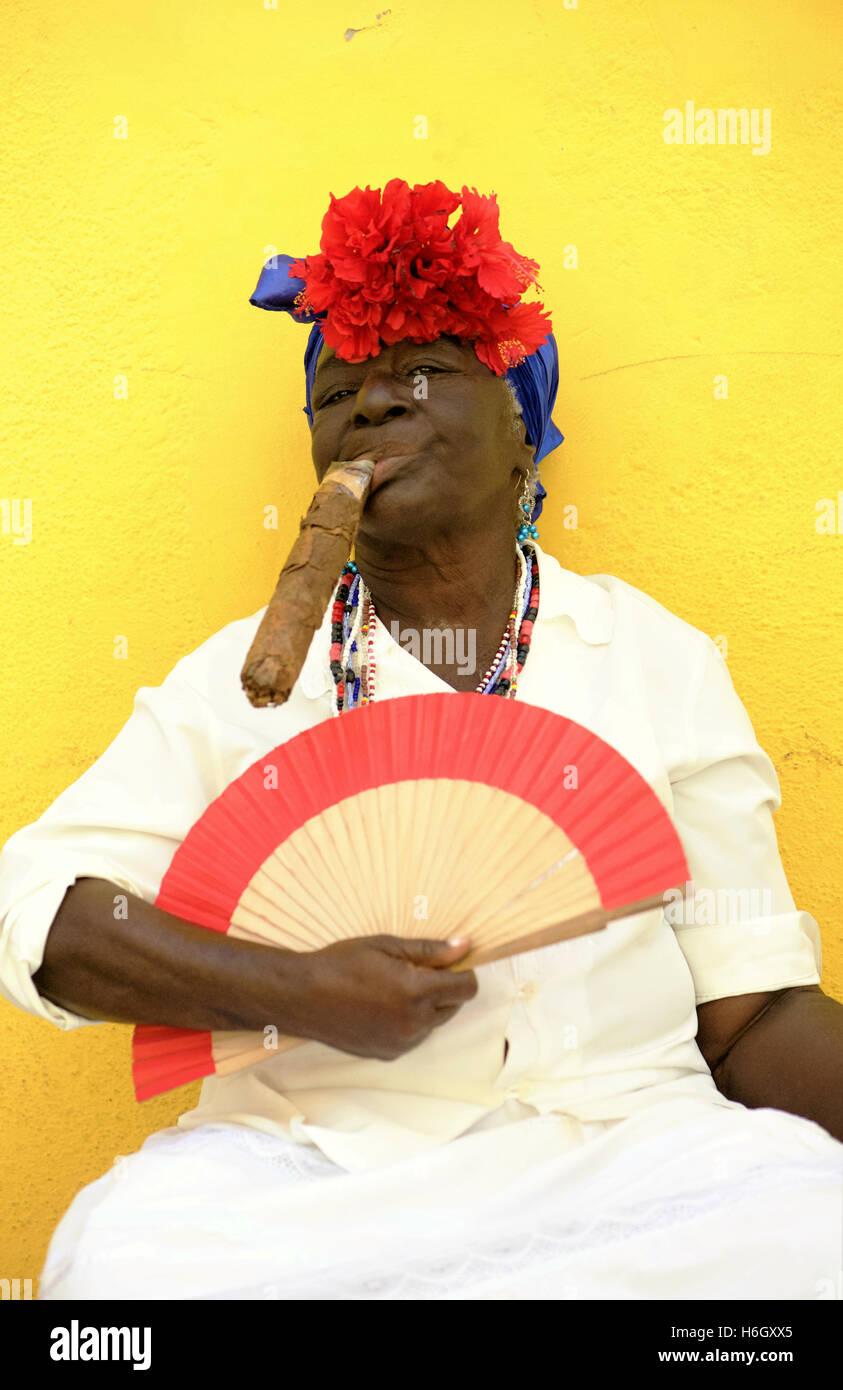 Havana Cigar Stock Photos & Havana Cigar Stock Images - Alamy