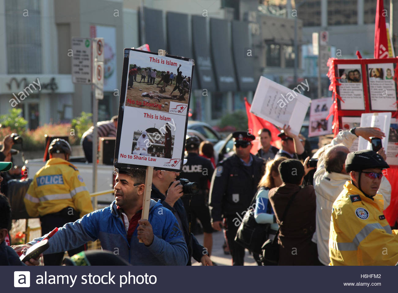 Members of the Kurdistan Communist Party of Iran protest against the Islamic Republic of Iran Stock Photo