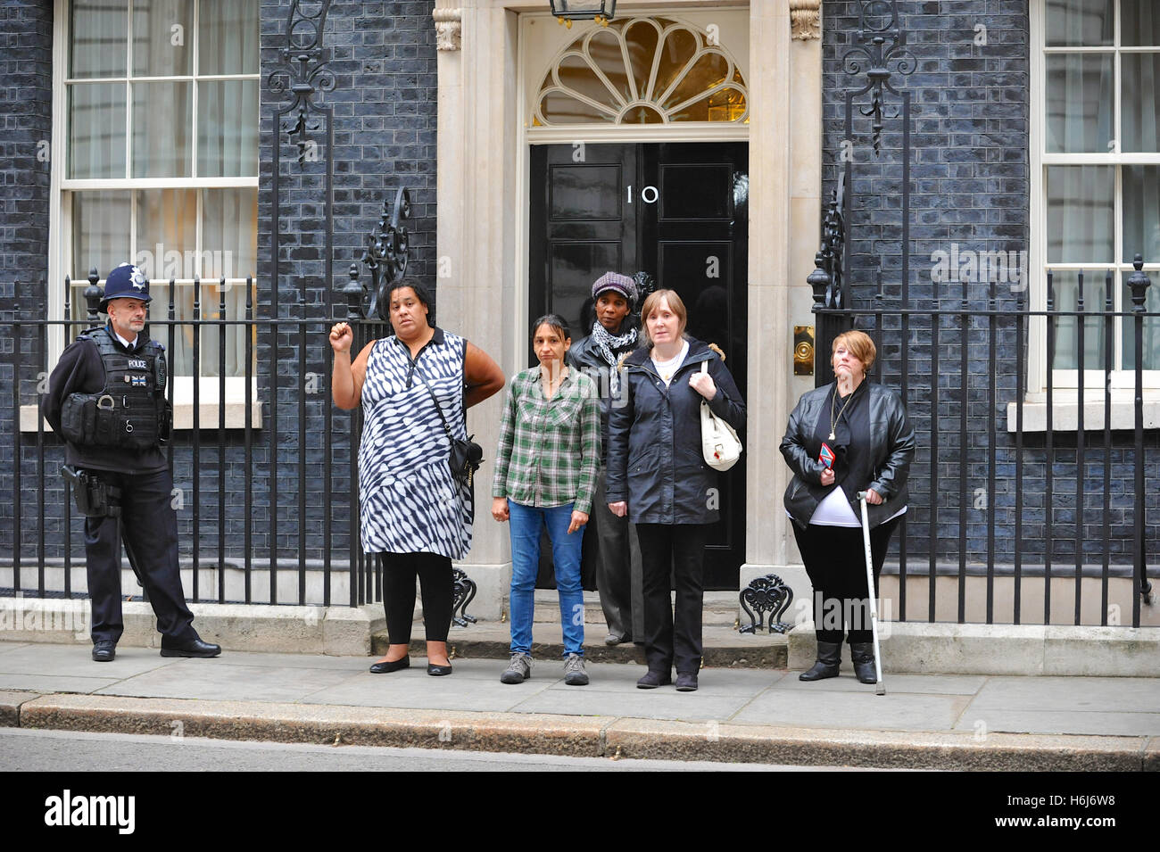 London, UK. 29th October, 2016. United Friends and Family (UFFC) campaign members after handing in a letter to Downing - Stock Image