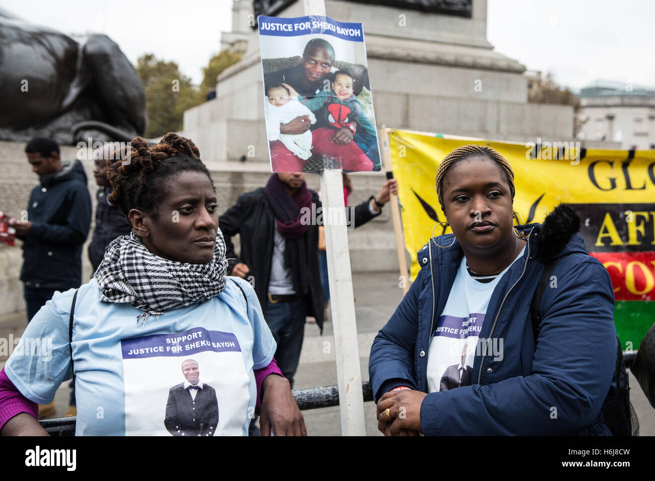 London, UK. 29th October, 2016. Relatives from the Justice for Sheku Bayoh campaign join the United Families and - Stock Image