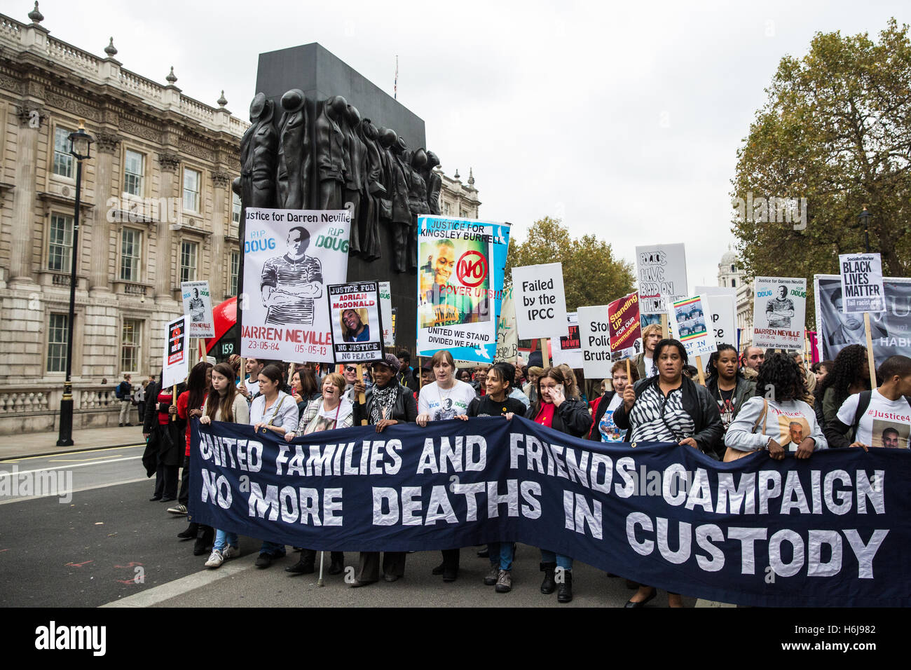 London, UK. 29th October, 2016. Campaigners from the United Families and Friends Campaign (UFFC) march past the - Stock Image