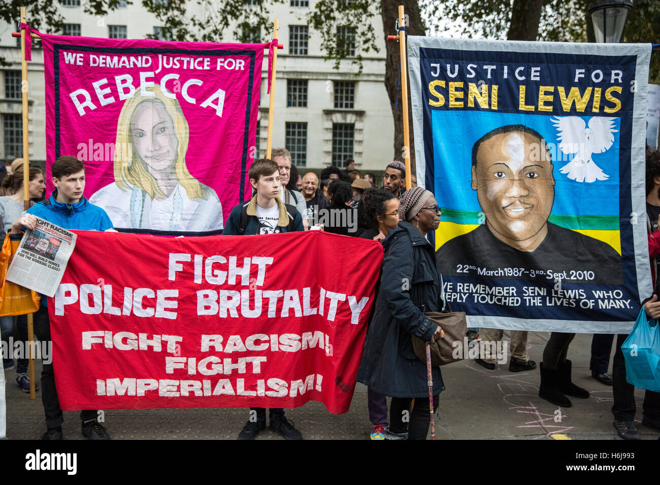 London, UK. 29th October, 2016. Campaigners from the United Families and Friends Campaign (UFFC) outside Downing - Stock Image