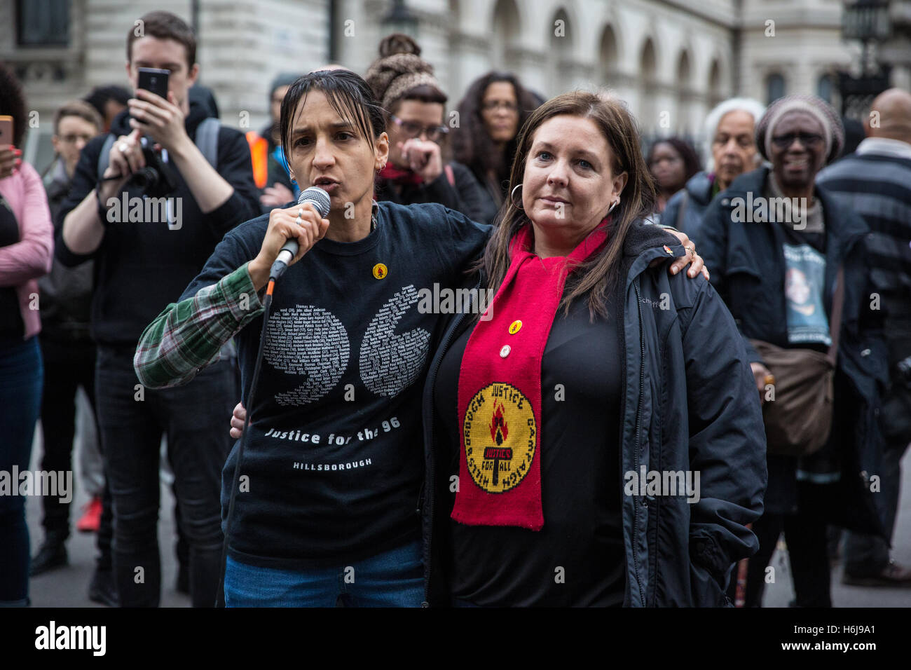 London, UK. 29th October, 2016. Becky Shah, daughter of Inger Shah, from the Hillsborough Justice addresses the - Stock Image