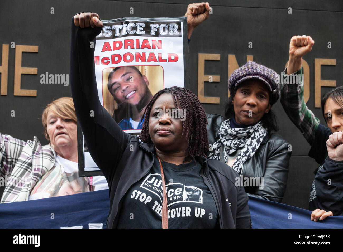 London, UK. 29th October, 2016. Janet Alder, sister of Christopher Alder, with campaigners from the United Families - Stock Image