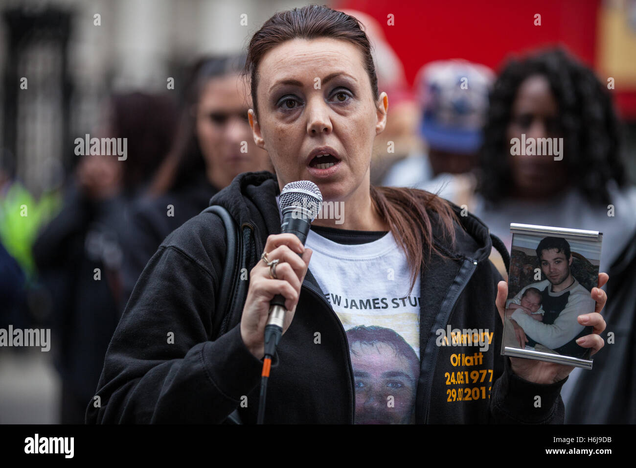 London, UK. 29th October, 2016. Jenny Collingwood-Stubbs, sister of Matthew Stubbs, addresses campaigners from the - Stock Image