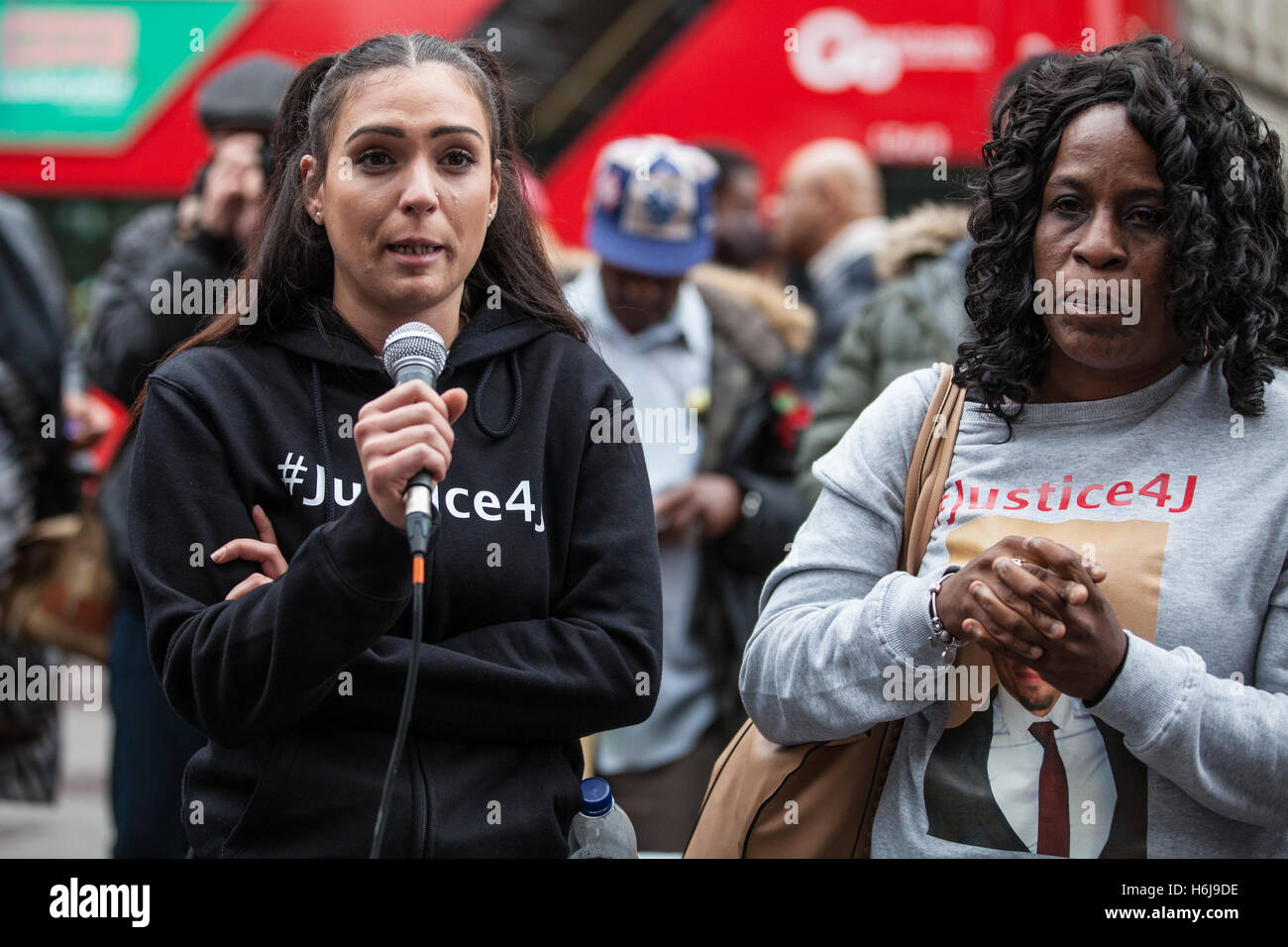 London, UK. 29th October, 2016. Tia Demetrio, partner of Jermaine Baker, addresses campaigners from the United Families - Stock Image