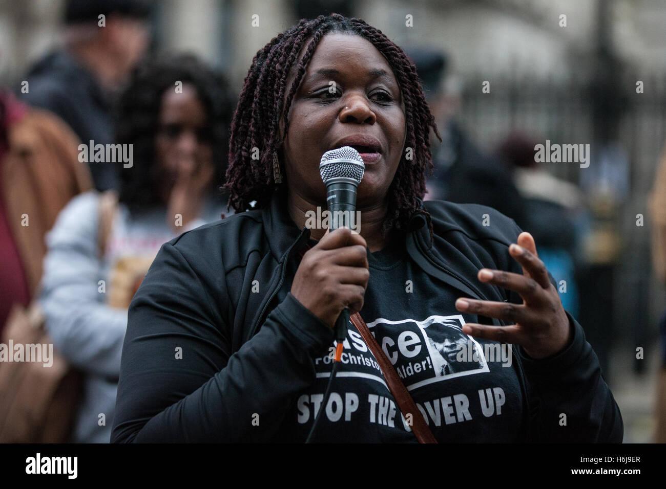 London, UK. 29th October, 2016. Janet Alder, sister of Christopher Alder, addresses campaigners from the United - Stock Image