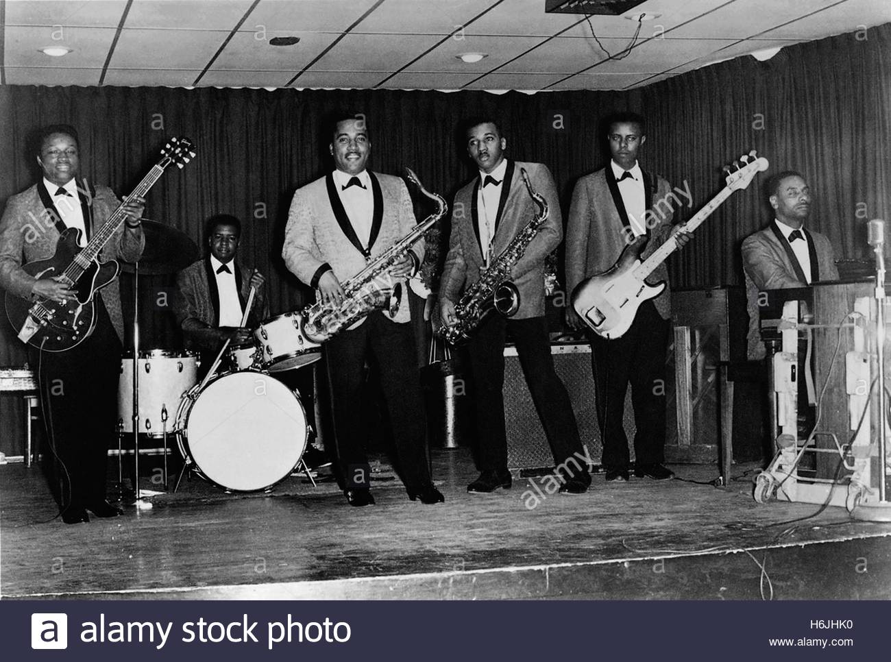circa 1960's:  American soul group Bobby Moore and the Rhythm Aces. Editorial use only. Photo Courtesy Granamour Stock Photo