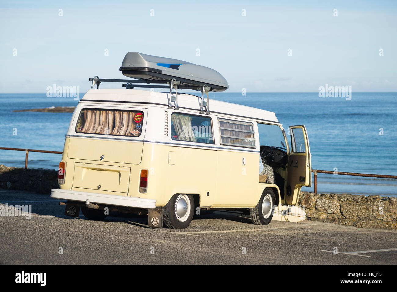 vw bus beach stock photos vw bus beach stock images alamy. Black Bedroom Furniture Sets. Home Design Ideas