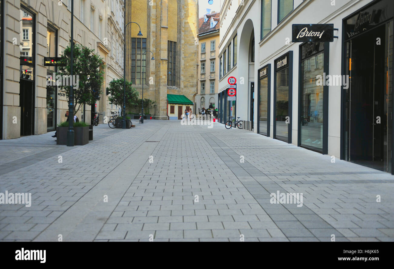 VIENNA, AUSTRIA - JUNE 6: View of the shopping street of Vienna city centre on June 6, 2016. - Stock Image
