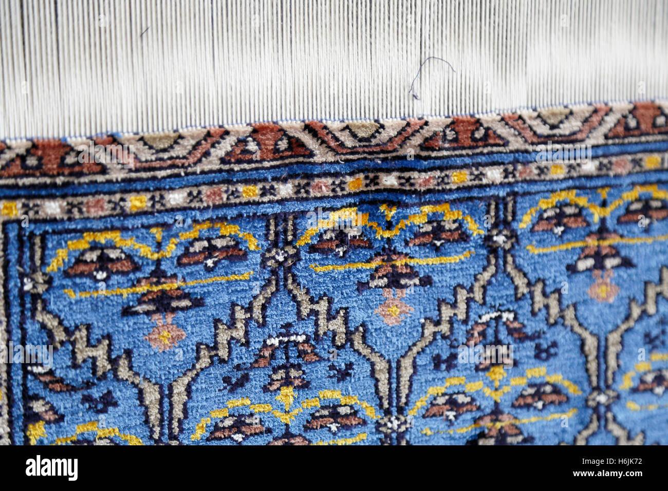 Weaving mill for silk carpets in Samarkand, Uzbekistan. Weverij voor zijden vloerkleden in Samarkand, Oezbekistan. Stock Photo