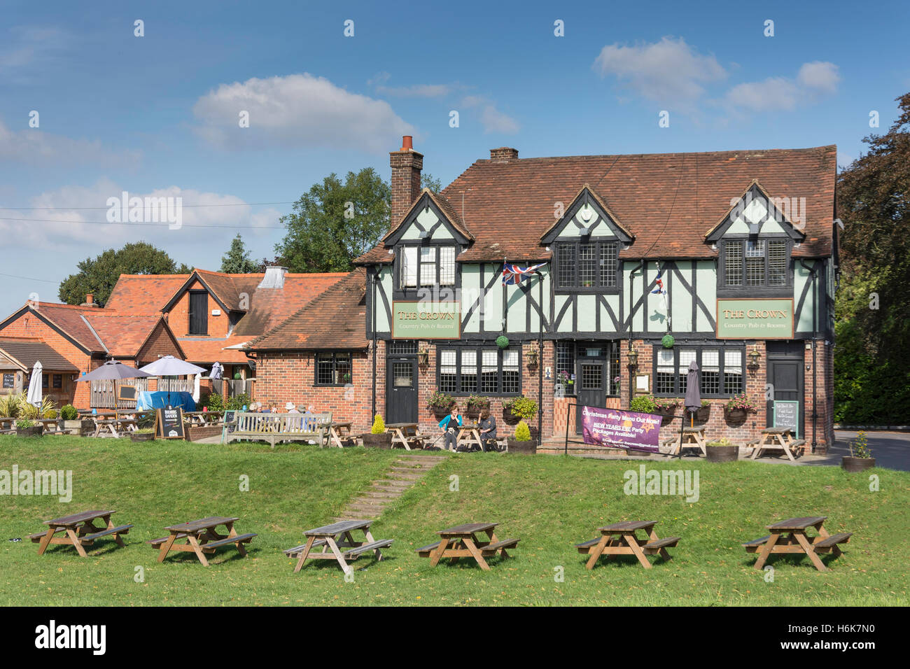 18th century 'The Crown' Country Pub, Cookham Moor, Cookham, Berkshire, England, United Kingdom - Stock Image