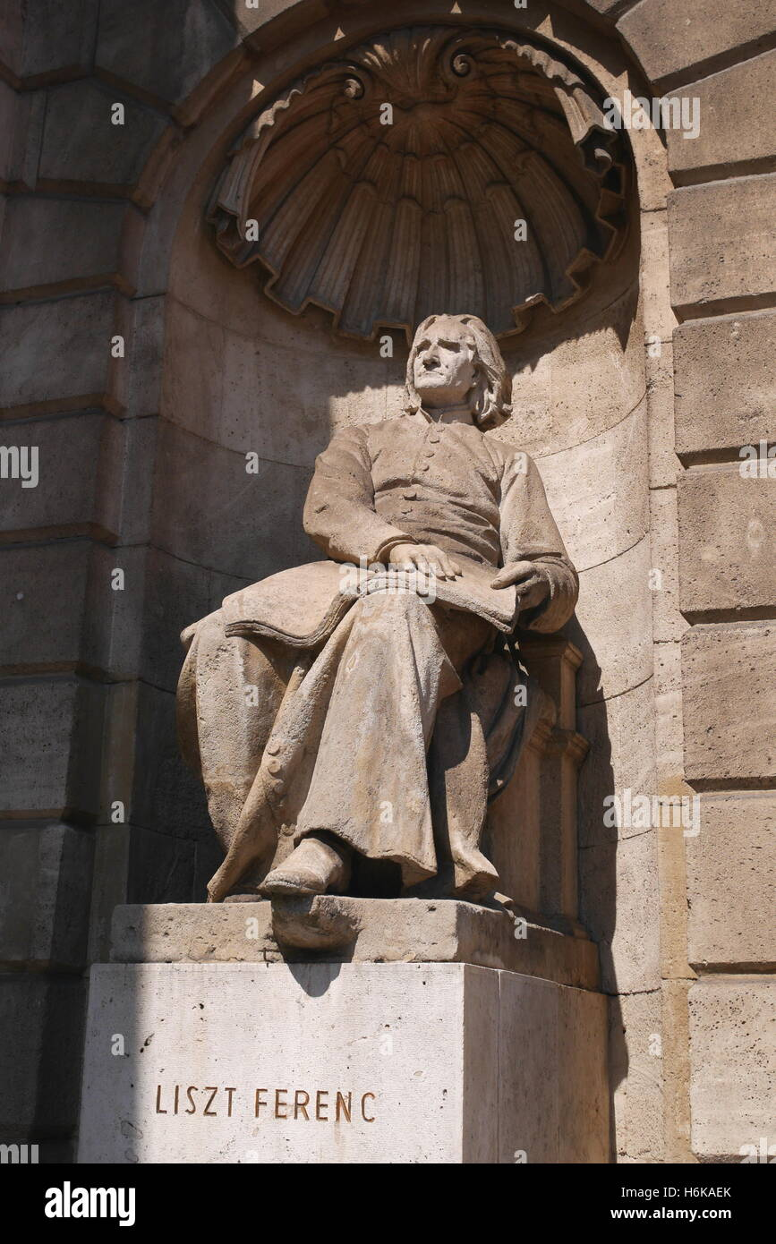 Statue of Ferenc (Franz) Liszt, in a niche, Hungarian State Opera House, Andrassy ut, Budapest, Hungary - Stock Image