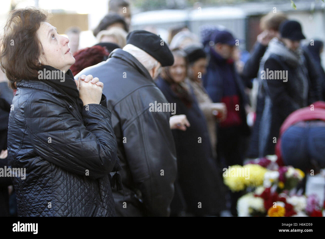 Bucharest, Romania. 30th Oct, 2016. People commemorate the victims of the Colectiv nightclub fire that killed 64 - Stock Image