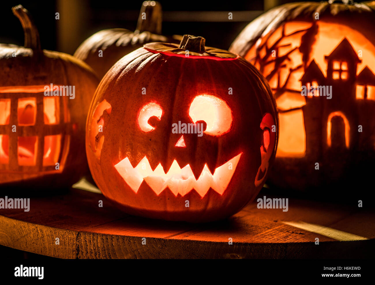 York, UK. 30th October, 2016. No more carved turnips in the UK as halloween pumpkin carving evolves into an art Stock Photo
