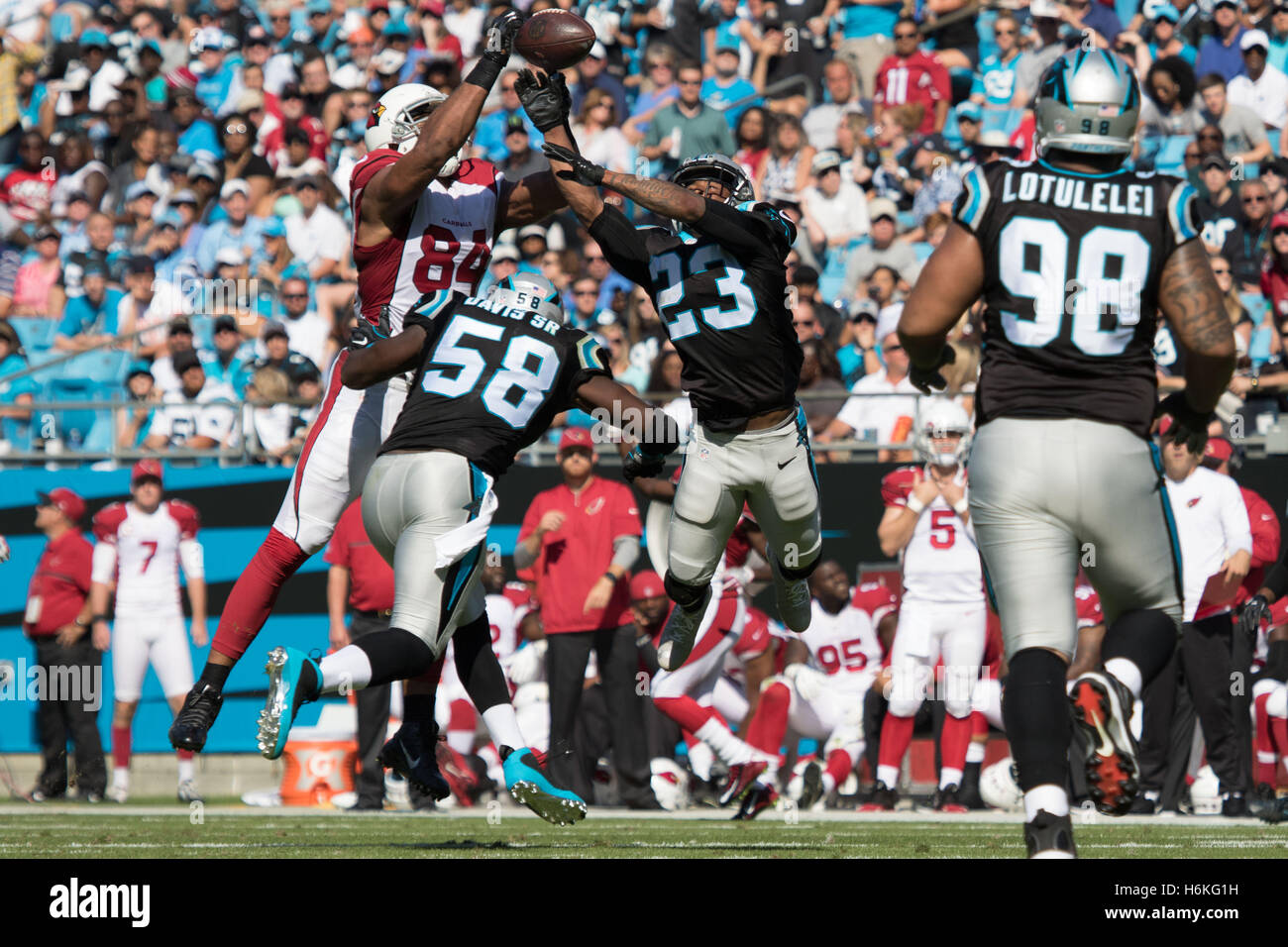 Charlotte, North Carolina, USA. 30th Oct, 2016. Carolina Panthers defensive back Leonard Johnson (23) and Carolina - Stock Image