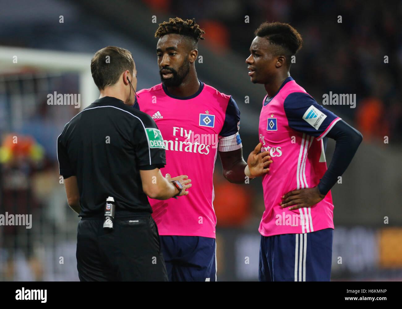 Cologne, Germany 30.10.2016, Bundesliga matchday 9, 1. FC Koeln - Hamburger SV:  Referee Benjamin Brand  with Johan - Stock Image