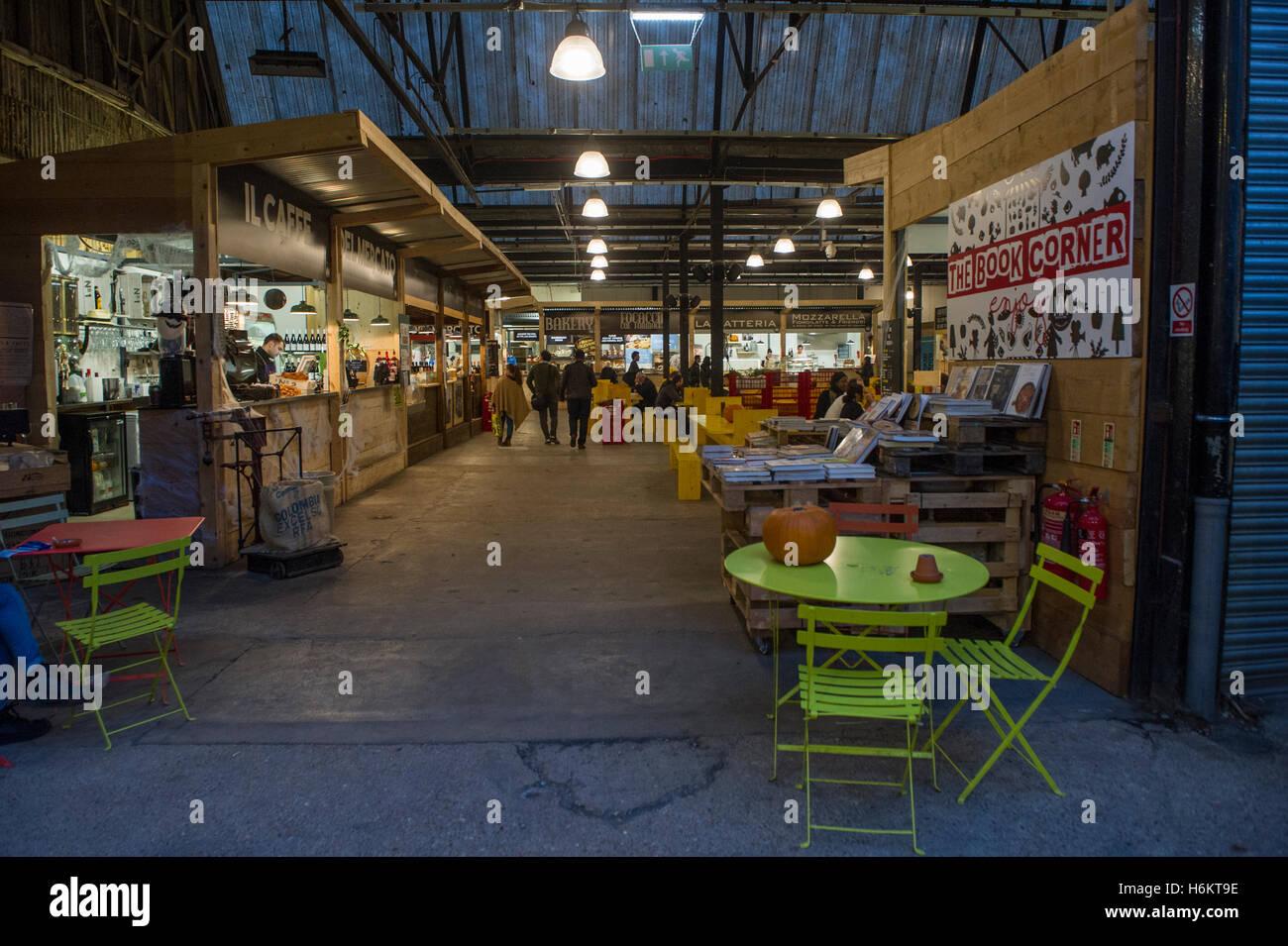 Pop up bars and restaurants in Mercato Metropolitano 42 Newington Causeway, London SE1 - Stock Image