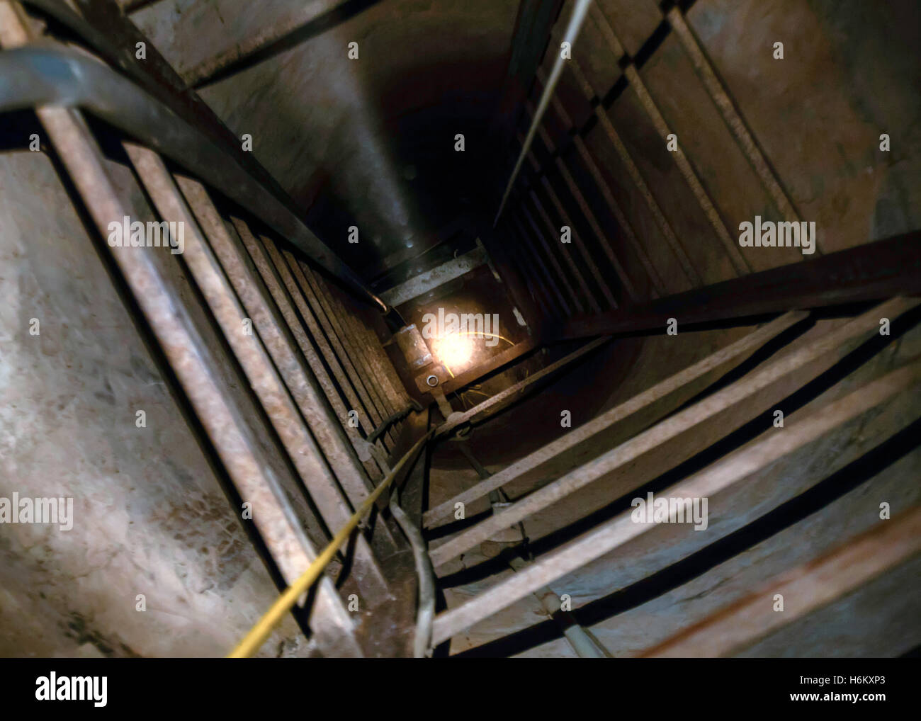Entrance to a tunnel used for drug and human smuggling across the US Mexico border discovered at Nogales, Arizona - Stock Image