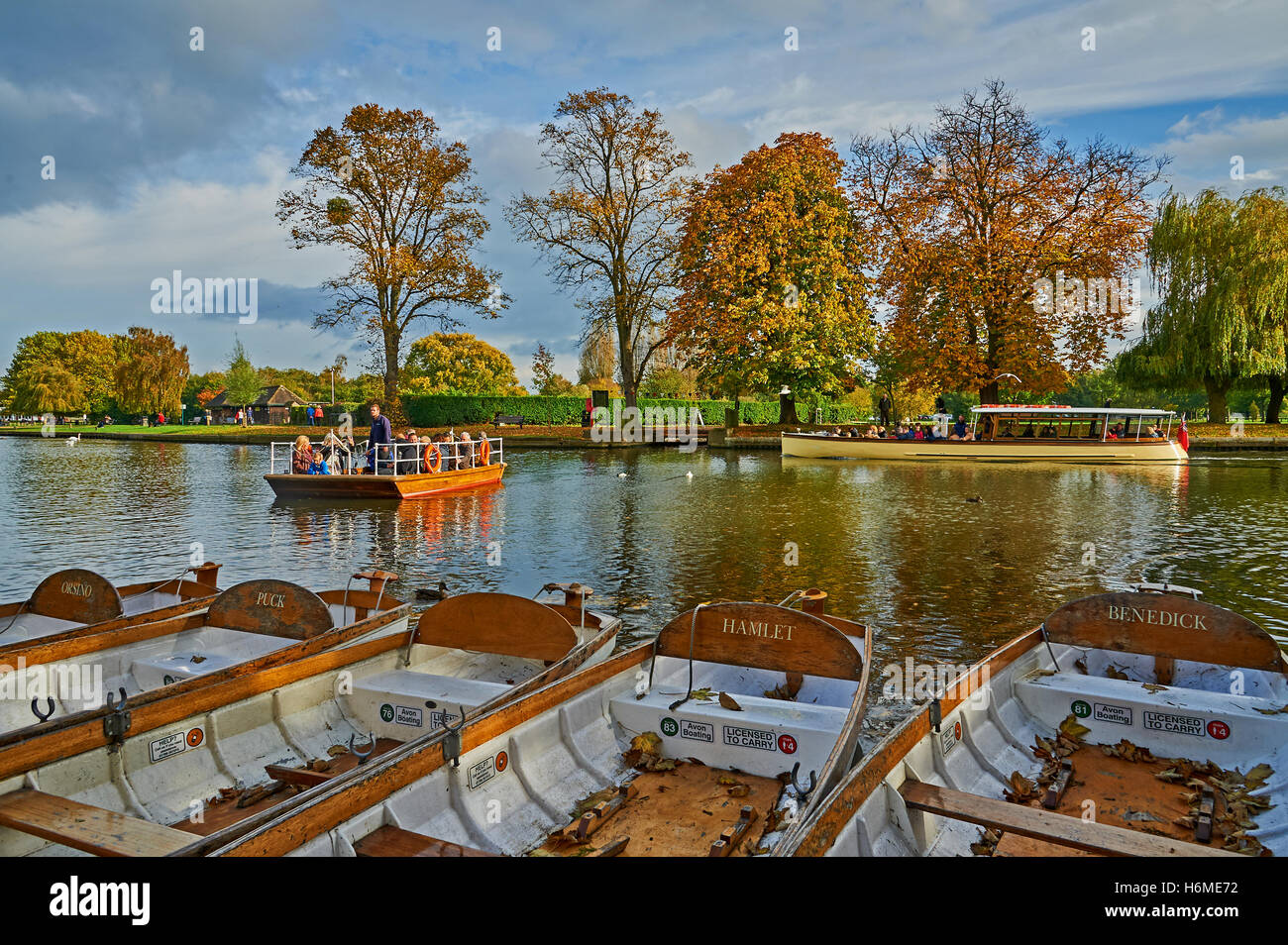 The hand operated chain ferry across the River Avon in Stratford upon Avon, Warwickshire. - Stock Image