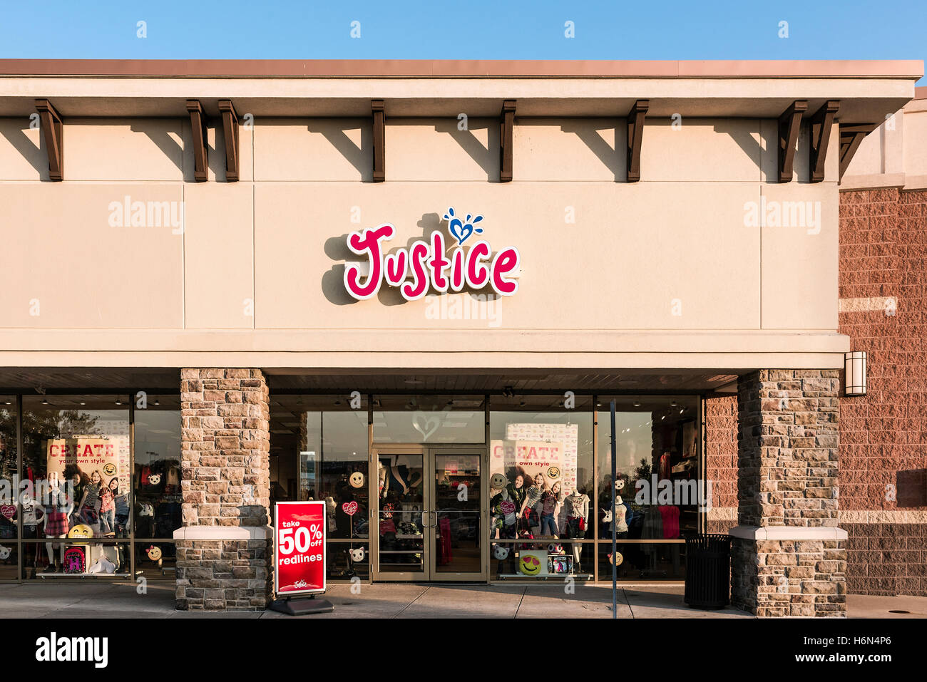 Justice for girls retail clothing store. - Stock Image