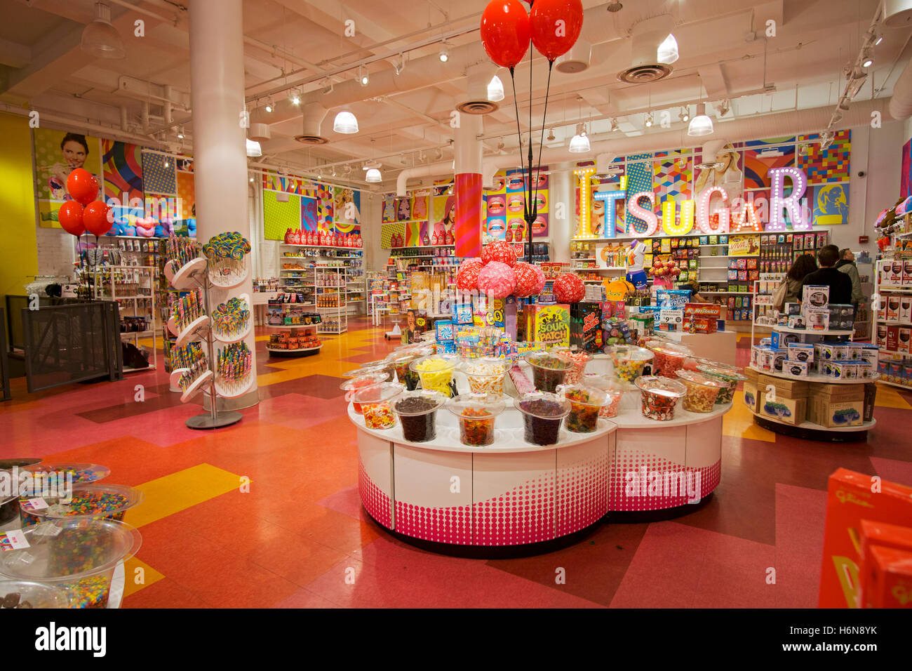 An Interior Wide View Of Itu0027Sugar, A Candy By The Pound Chain Store Stock  Photo: 124628551   Alamy