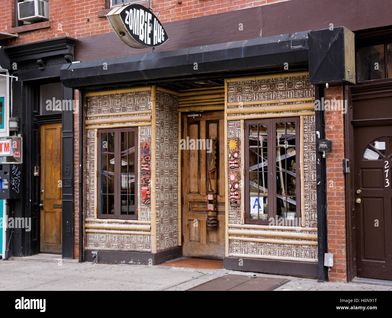 Exterior of the Zombie Hut kitschy tiki bar in Cobble Hill, Brooklyn, New York City - Stock Image