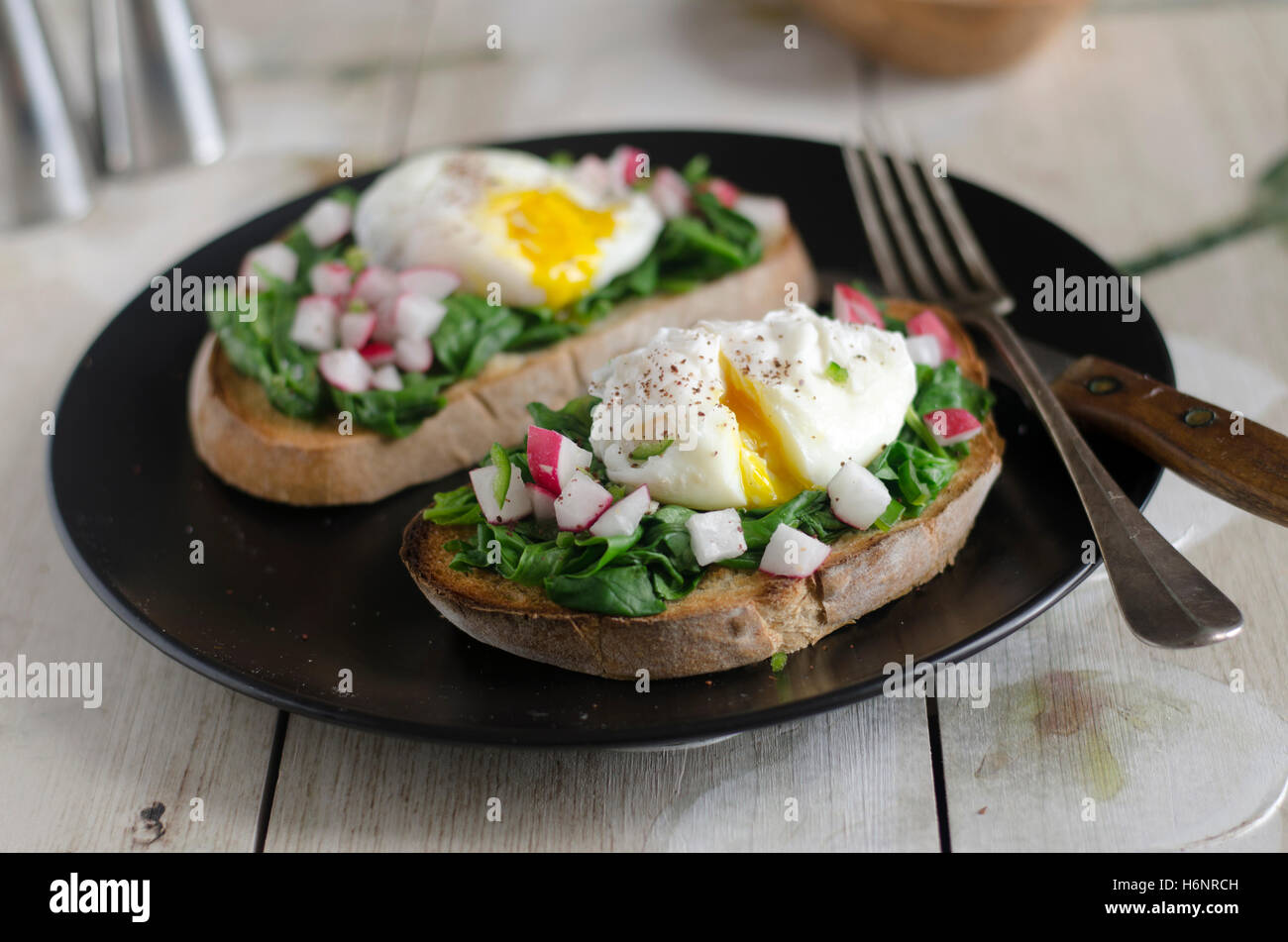 Toasted sourdough with spinach and poached egg - Stock Image