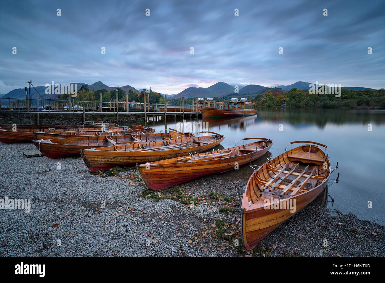 Boats on the shore of Derwentwater at Keswick in the Lake District National Park in Cumbria - Stock Image