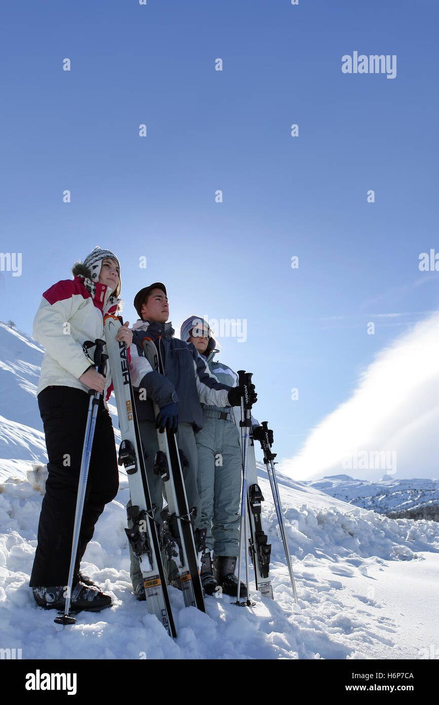profile woman women friendship ski skiing skiers young younger sunglasses sunglass outdoors friends man partners - Stock Image