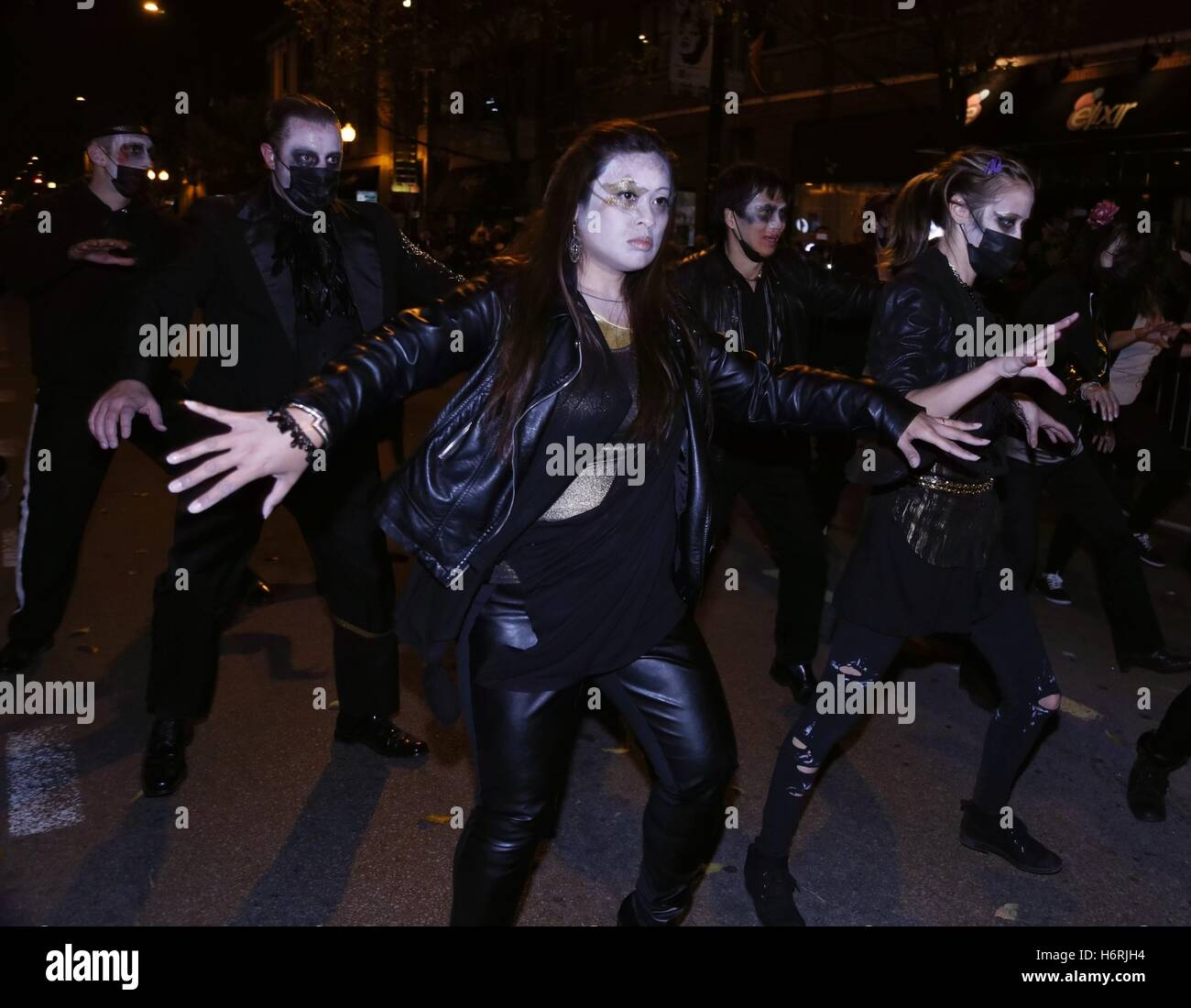 chicago, usa. 31st oct, 2016. people attend a halloween parade at