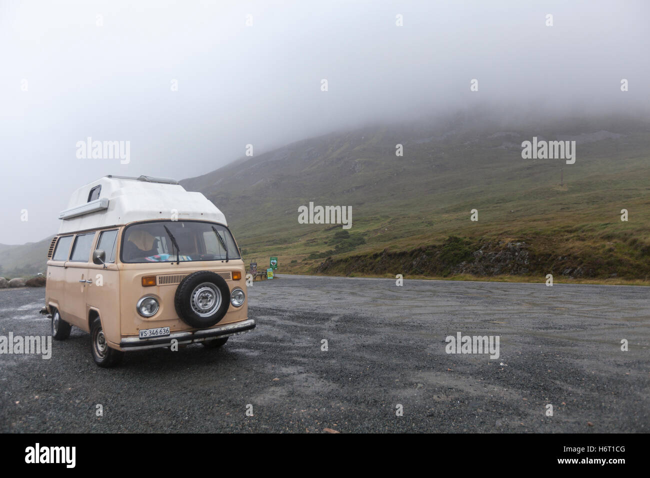 Pink T2 VW camper in Glenveagh National Park, County Donegal, Ireland - Stock Image