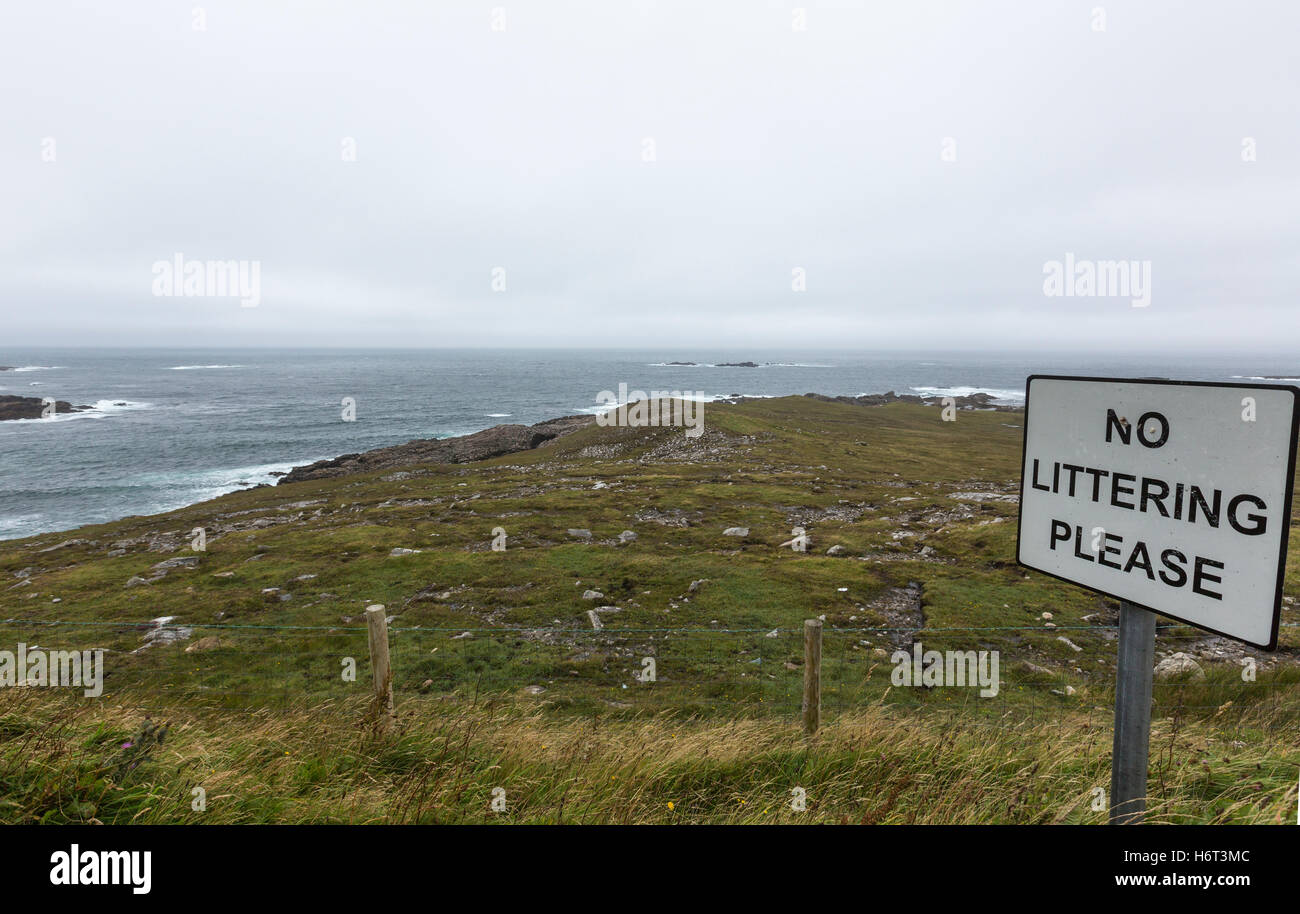 No Littering Please sing  in Rosguill peninsula, County Donegal, Ireland. - Stock Image