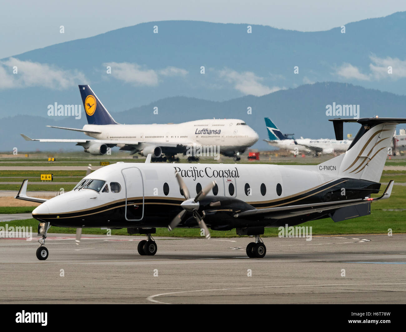 Pacific Coastal Airlines Beechcraft 1900D C-FMCN Vancouver International Airport airplane tarmac traffic scene - Stock Image
