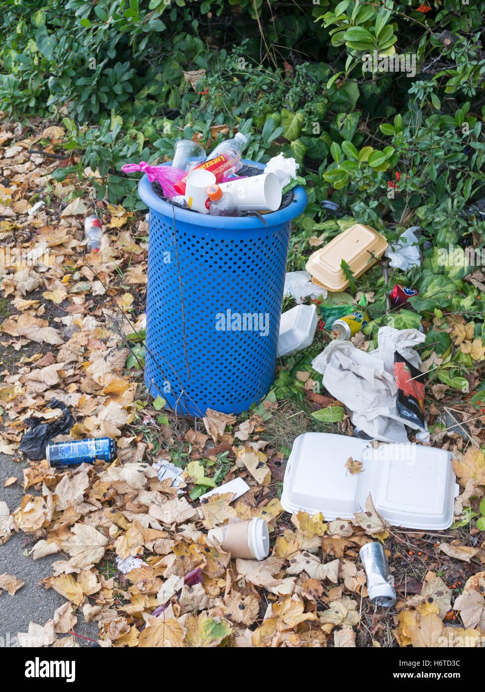 Overflowing litter bin, Sunderland, Tyne and Wear, England, UK Stock Photo