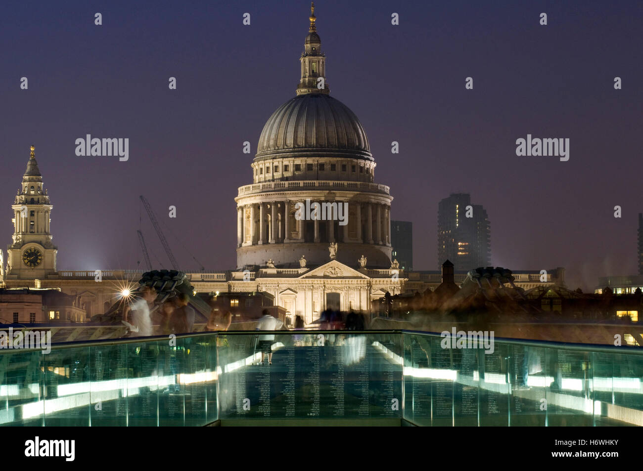 Millennium Bridge and St. Paul's Cathedral at night, London, England, United Kingdom, Europe - Stock Image
