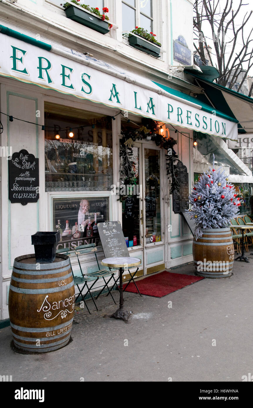 Cafe, bar and restaurant with Christmas decoration, Paris, France ...
