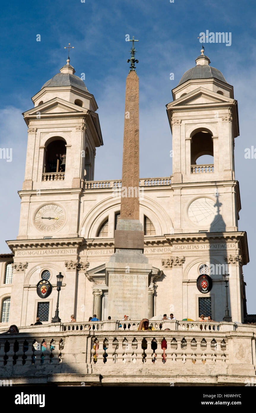 Obelisk in front of the church of Santissima Trinità al Monte Pincio, Trinità del Monte, or Holy Trinity - Stock Image